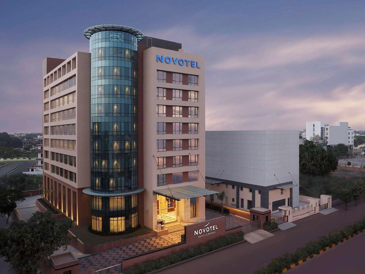Accor signe un contrat de trois propriétés pour introduire la marque Novotel en RDC