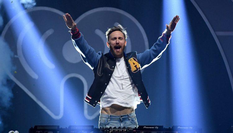 """Pour éclairer cette époque sombre, David Guetta veut """"apporter de la joie"""""""