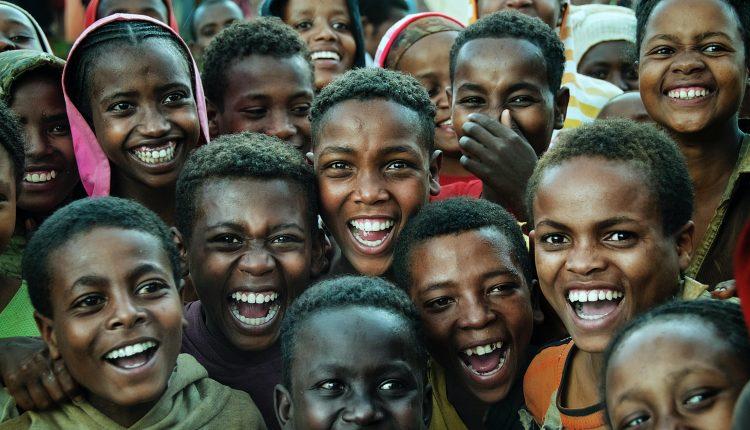 Un meilleur accès aux histoires peut améliorer la vie des adolescents en Afrique