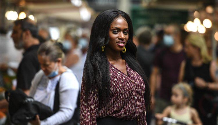 """Maïmouna Doucouré, une cinéaste qui veut effacer """"les barrières mentales"""" des jeunes filles noires"""