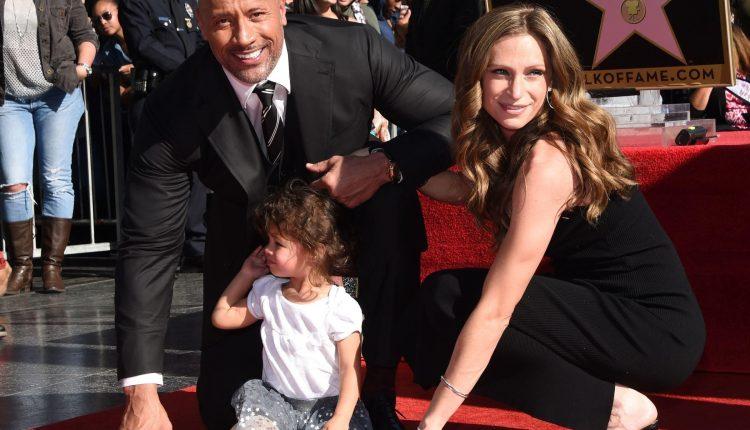 """""""The Rock"""" et sa famille testés positifs au coronavirus"""