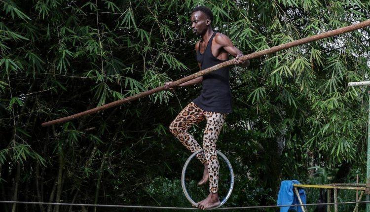 La seule école et troupe de cirque du Gabon lutte pour sa survie